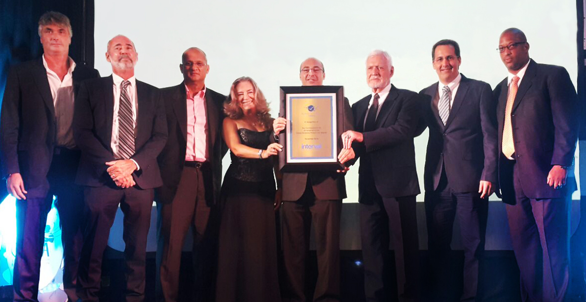 Interval International presents award to Royal Resorts Caribbean